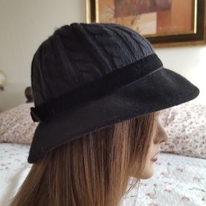 "Black Hat wide brim wool  and felt 22"" diam med"